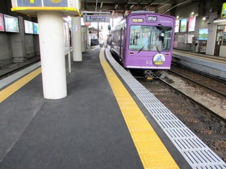 嵐電北野線は全駅でバリアフリー対応が完了しました。
